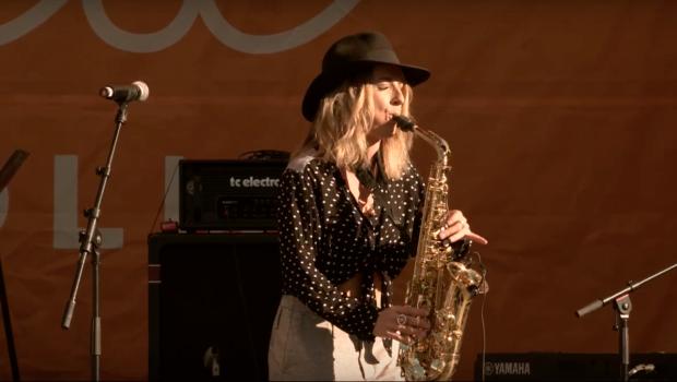 Sheona Urquhart Ell & Hart saxophone