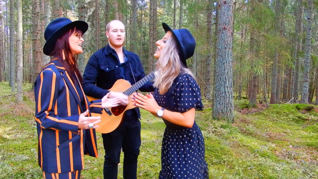 Ell & Hart video singing 'Cradle to Grave'